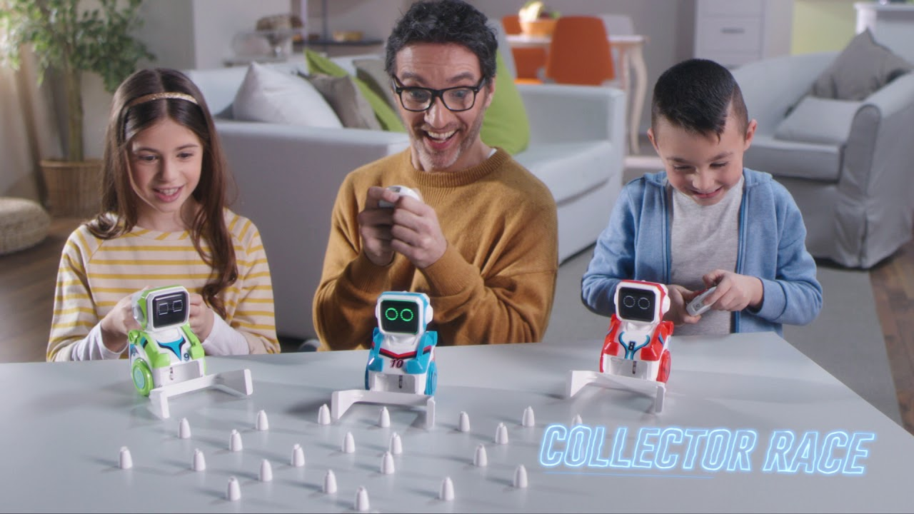 Play with the Kickabot Twin robots pack