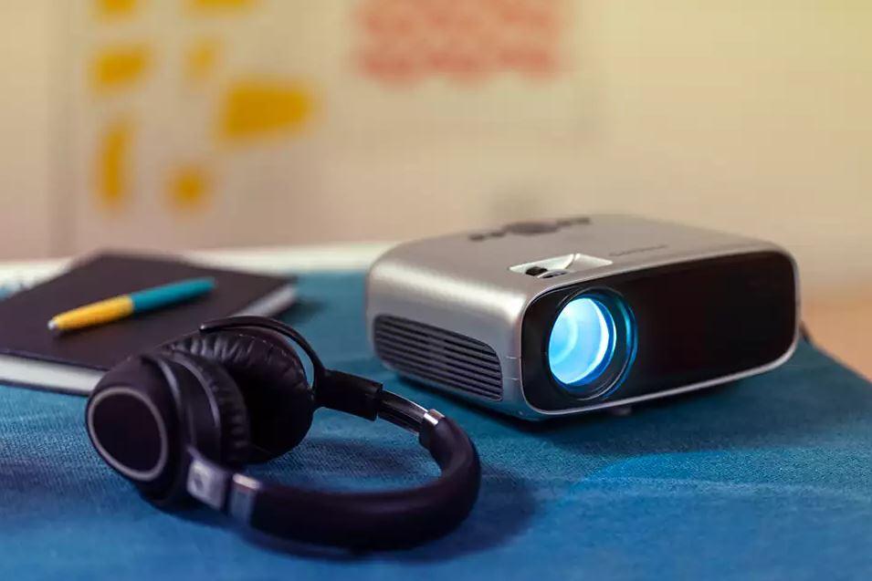Neopix Easy Philips NPX440 video projector