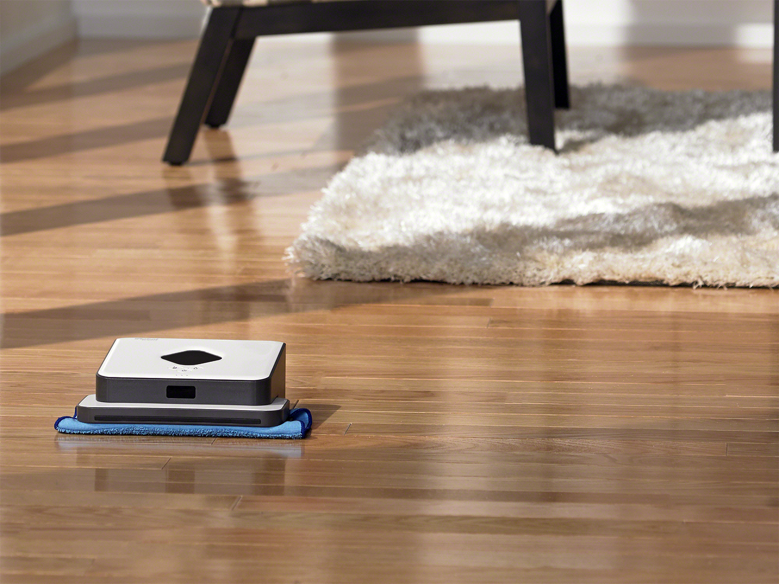 This New Domestic Cobot By Irobot Will Allow You To Clean Simply Your Hard Floors Tiling Vinyl Parquet And Laminated A Simple Intuitive Using